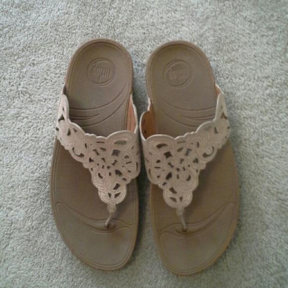 7f62470992c89d Fitflop Shoes - FitFlop Floral Sparkle Flip Flop size 8